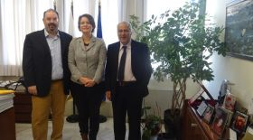 Sorcha Edwards with the President of TEI Athens, Prof. Bratakos and Ass.Prof., Amitsis