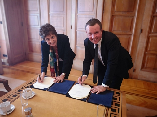 Our President signed in April a Memorandum of Understanding with the Municipality of Athens, represented by the Vice Mayor for Social Affairs Maria Stratigaki