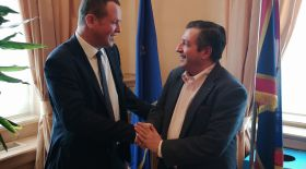 Cedric had the chance to meet the Mayor of Athens, Yorgos Kaminis