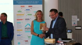 Noemi Gallo of ATC del Piemonte Centrale receives the Award in 'Empowering the team' category'